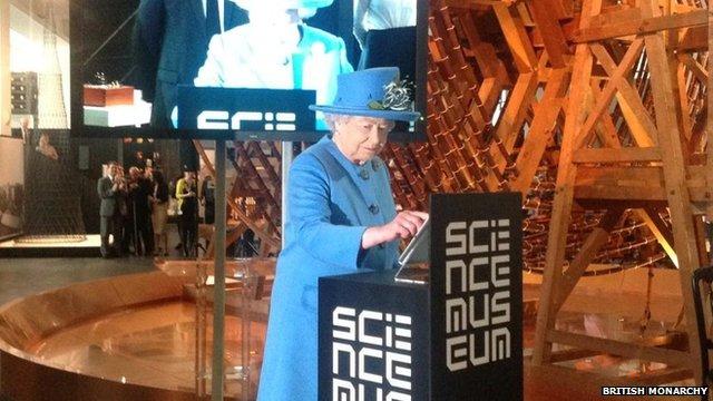 Everybody's tweeting… even the Queen